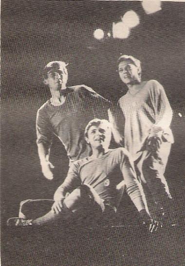 П.Семак (Ральф),В.Осипчук (Джек) иИ.Скляр(Саймон). «Повелительмух» 1986г. ФотоЮ.Белинского