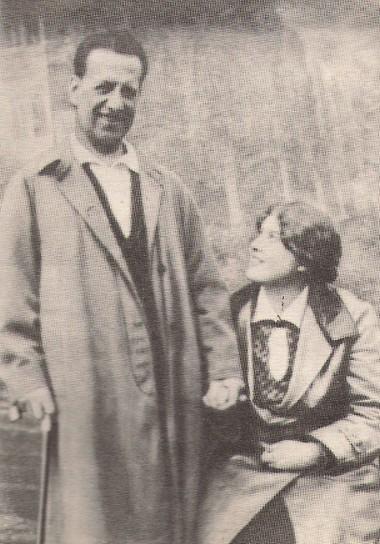 Н.Монахов иЕ.Половникова вПавловске 18мая 1932г.  Фото изархива Т.В.Сапегиной