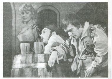 Ю.Овсянко (Флорестино), Б.Аханов (Слуга), И.Рыбакова (Служанка). Театр им. Комиссаржевской. Фото изархива театра.
