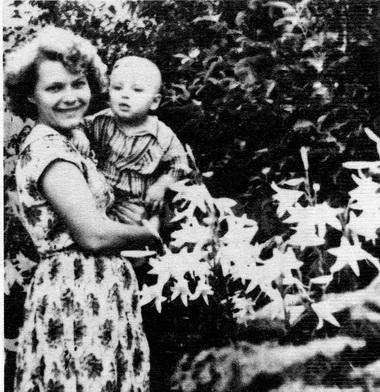 Н.Б.Кузякина с сыном. 1950-е годы. Фото из семейного архива