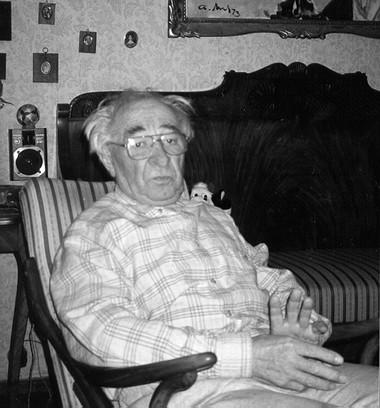 Фото автора вовремя беседы. Март 1997г.