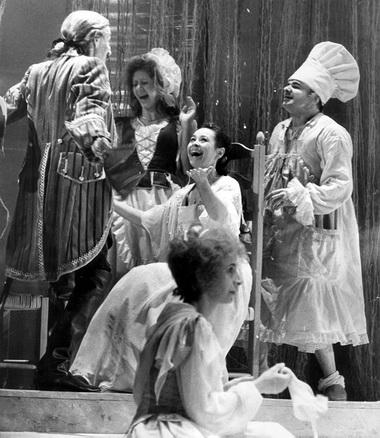 Сцена из спектакля. Фото В.Урванцева