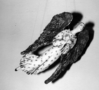 Н.Савинова. Ангел. Фарфор. Роспись. Фото из музея А.А.Ахматовой