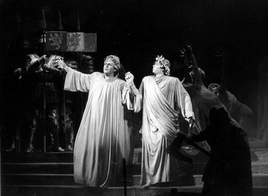 А.Григорьев (Дант) и К.Толстобров (Тень Вергилия). «Франческа да Римини». Фото М.Меробова