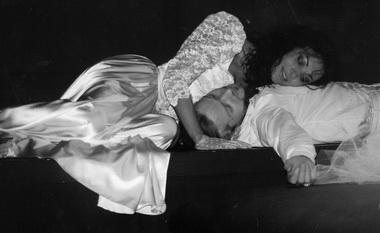 И.Брике (Тереза Ракен), Г.Кестерис (Лоран). Фото из архива театра