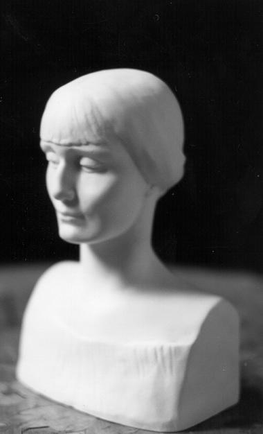А.Ахматова. Бюст работы Н.Данько (1989 г.) с оригинала 1920-х годов