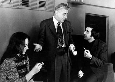 М.В.Сулимов на репетиции спектакля «Двое на качелях». Алма-Ата. Фото из семейного архива