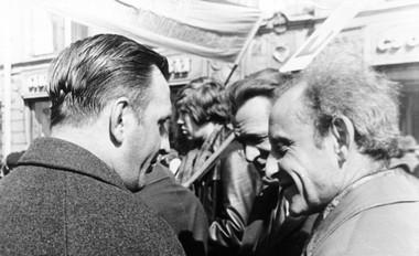 1мая 1974г. Надемонстрации: В.А.Сахновский-Панкеев, В.В.Базанов иД.В.Афанасьев. Фото изархива СПГАТИ