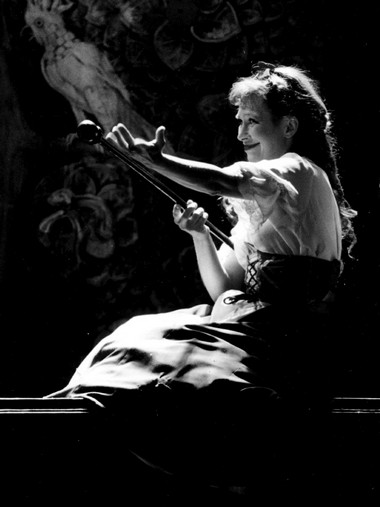 Е.Ложкина (Арджентина). «Ловкая служанка». Театр наЛитейном Фото Ю.Белинского