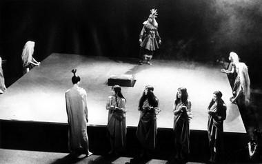 Сцена изспектакля. Фото В.Шевырногова