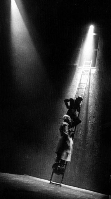 Сцена изспектакля. Фото изархива автора