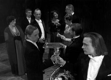 «Одна единственная жизнь». Сцена изспектакля. Таллиннский Городской театр. Фото изархива театра