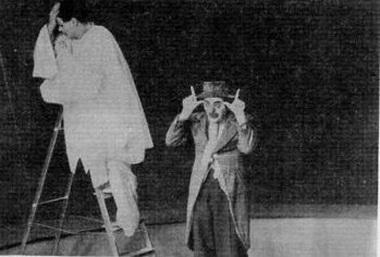 Л. фон Фершуер и С. Матоуш в спектакле и «Клоуны». Фото К. Брахвитца