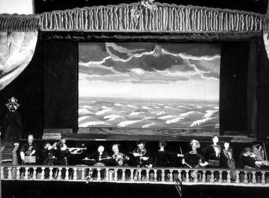 «Гастроли Большого Лиликанского театра». Сцена изспектакля. Фото изархива театра