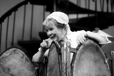 О.Аросева (Памела). «Как пришить старушку». Фото Г. Несмачного изархива театра