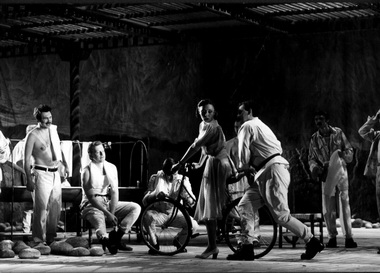 Сцена изспектакля. Фото Г. Несмачного изархива театра