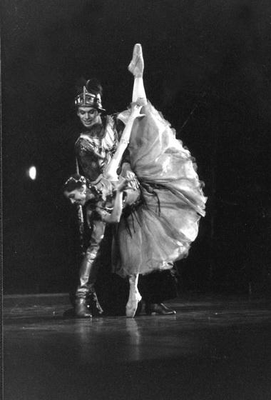 Н.Ледовская (Эсмеральда), В.Дик (Феб). Фото В. Лапина изархива театра
