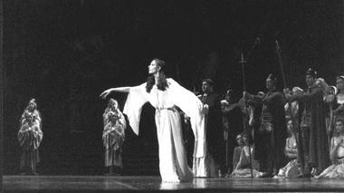 Н.Ледовская (Эсмеральда). Фото В. Лапина изархива театра