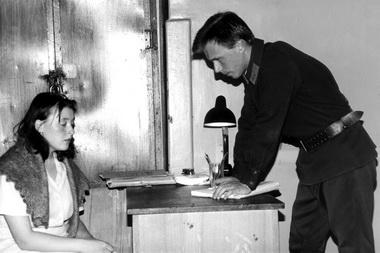 О.Скачкова (Тамара), В.Кузнецов (Следователь). Фото изархива редакции