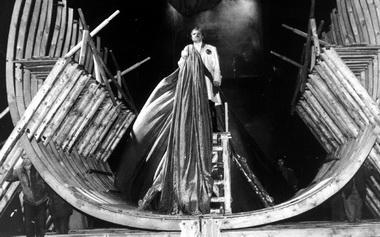 «Царь Петр» Ф.Горенштейна. Александринский театр.1998. Сцена изспектакля