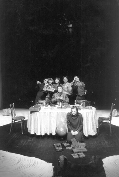 Сцена изспектакля «Долгое счастливое рождество». Театр «Манекен» (Челябинск). Фото Ю. Гольянова