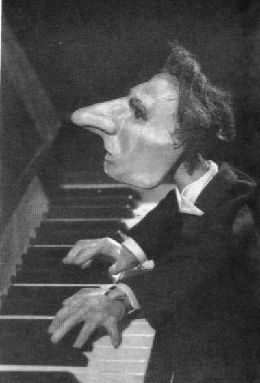 Эстрадный номер Е.С.Деммени «12-я рапсодия Листа висполнении пианиста-виртуоза». 1939г. Фото изархива автора