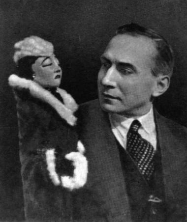 Е.С.Деммени скуклой кконцертному номеру «Анна Каренина». 1936г. Фото изархива автора