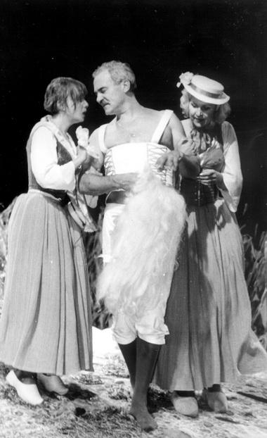 Е.Зимина (Шарлотта), Н.Буров (Дон Жуан), М.Рослова (Матюрина). Фото В.Красикова
