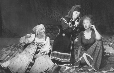 Сцена из спектакля. Фото К.Синявского