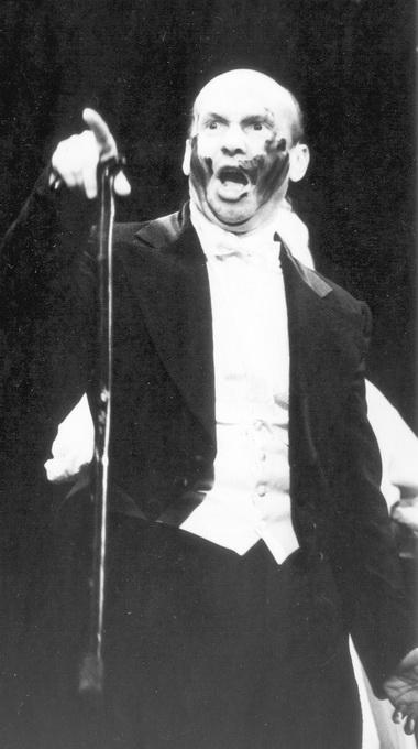 Е.Смирнов (Ломов). «Танго беллетриста». Фото из архива театра