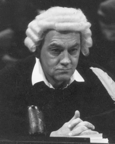 С.Сосновский (Судья). «Господин de Мопассан». Фото А.Гуськова