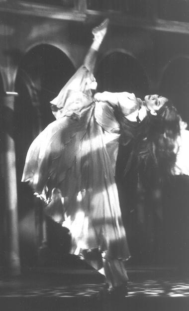Сцена из спектакля. Фото В.Луповского