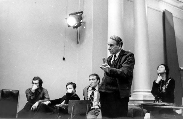 А.А.Музиль науроке. 1970-е годы. Фото изархива Санкт-Петербургской государственной театральной библиотеки