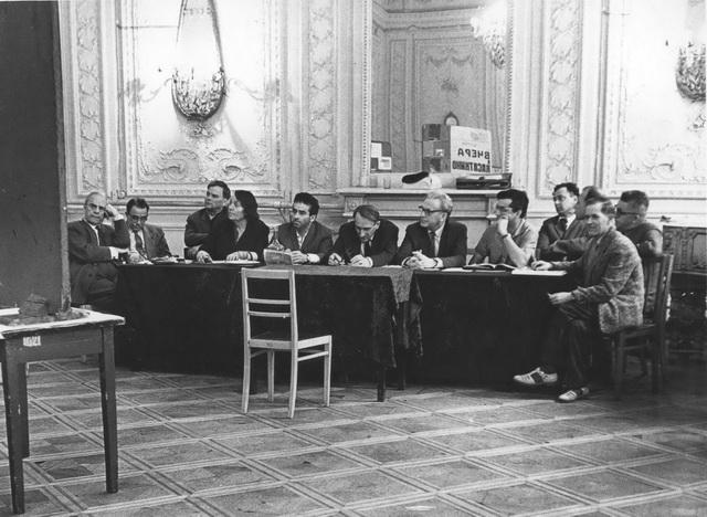 А.А.Музиль (вцентре) наэкзамене вТеатральном институте. 1960-е годы. Фото изархива Санкт-Петербургской государственной театральной библиотеки