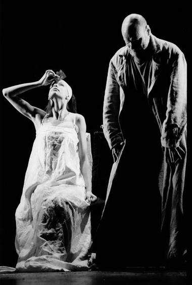 Э.Шпокайте (Дездемона), В.Багдонас (Отелло). Фото изархива театра