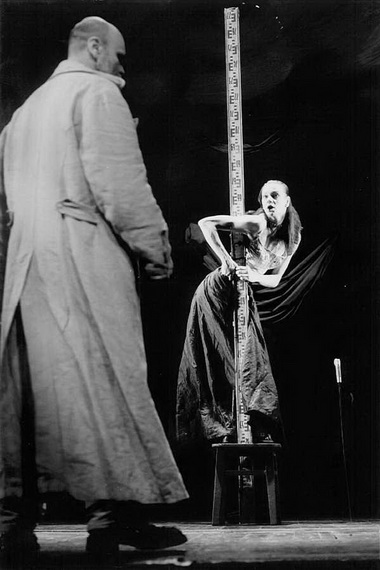 В.Багдонас (Отелло), Э.Шпокайте (Дездемона). Фото изархива театра