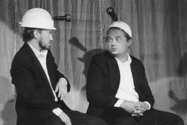 Сцена изспектакля «Бассейн». Кемеровский театр «Ложа». Фото А. Кабжана