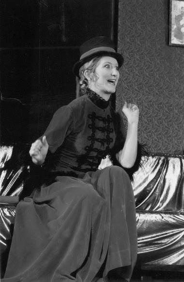 «Юбилей». Театр «Табор» (Австрия). К.Пилар (жена Шипучина). Фото И. Пятинина