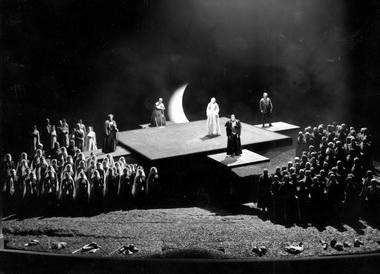 «Лоэнгрин». Сцена изспектакля. Байрейтский фестиваль. 2000г. Фото изархива автора