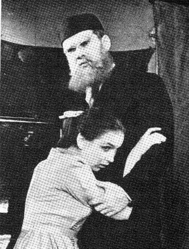 Н. Тенякова, Р.Литвинов вдипломном спектакле. Фото Л. Мозгового