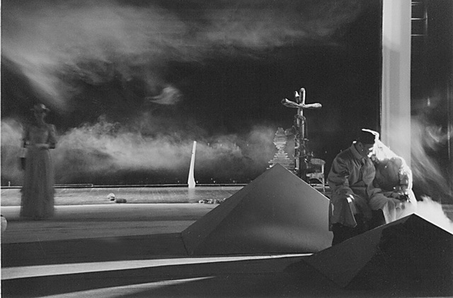Сцена из спектакля «Сон об осени». Фото из архива театра