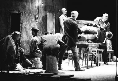 Сцена из спектакля «Войцек». Фото В. Луповского