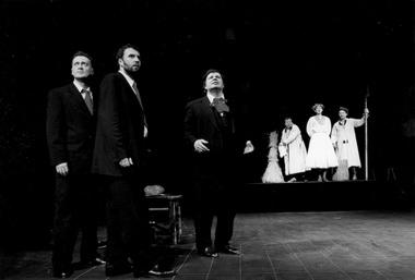 Сцена из спектакля «Сапожники». Старый театр. Фото С. Околовича