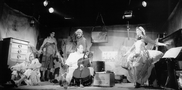 Сцена из спектакля. Фото М. Хейфеца