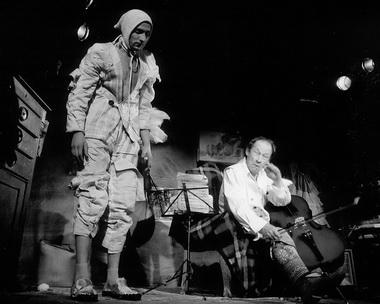 А. Никитинских (Жонглер), Ю. Ицков (Карибальди). Фото М. Хейфеца