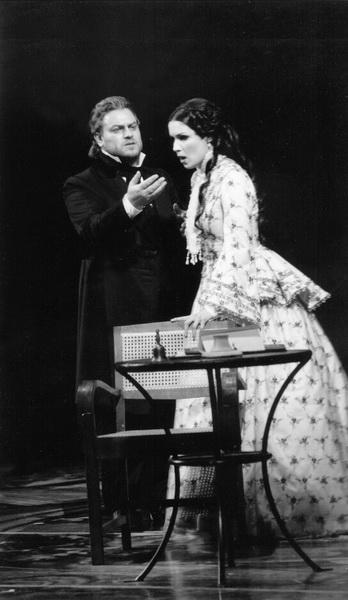 В. Герелло (Жорж Жермон), А. Нетребко (Виолетта). Фото из архива театра