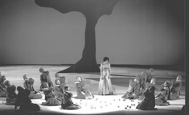 Сцена из спектакля «Евгений Онегин». Фото из архива театра