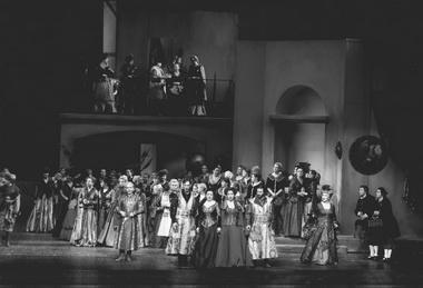 Сцена из спектакля «Страшный двор». Фото из архива театра