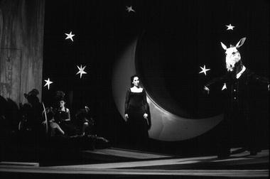 Сцена из спектакля «Сон в летнюю ночь». Фото из архива театра