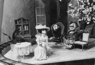 Сцена изспектакля «Вишневый сад». Киевскийтеатрмарионеток. Фотоизбуклетафестиваля